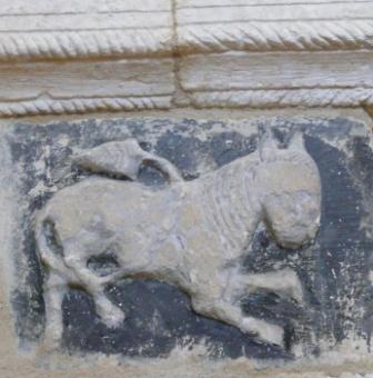 Rancé église porche lion 1